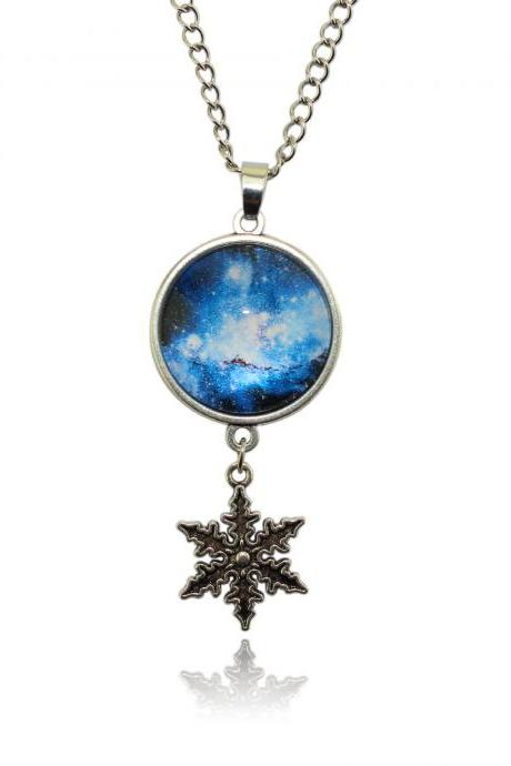 Beautiful Snowflake Chrismas Necklace